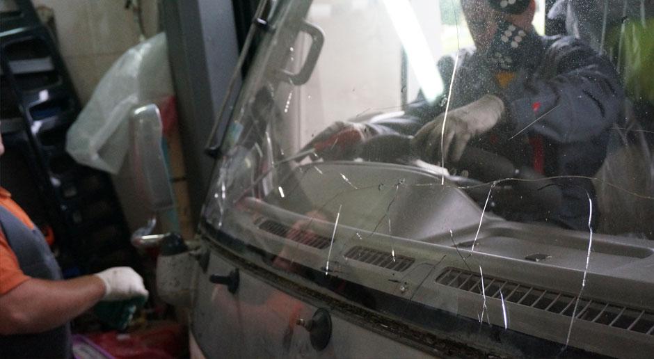 Кузовной ремонт: технология замены стекол